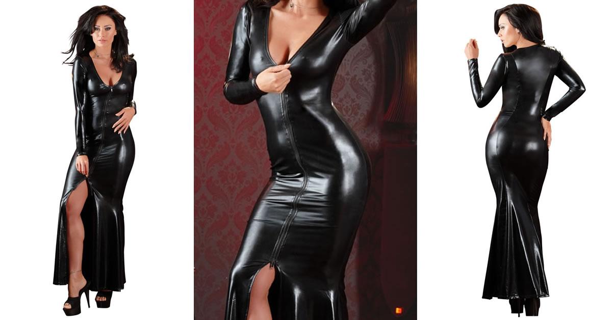 Lang kjole i skinnende wetlook